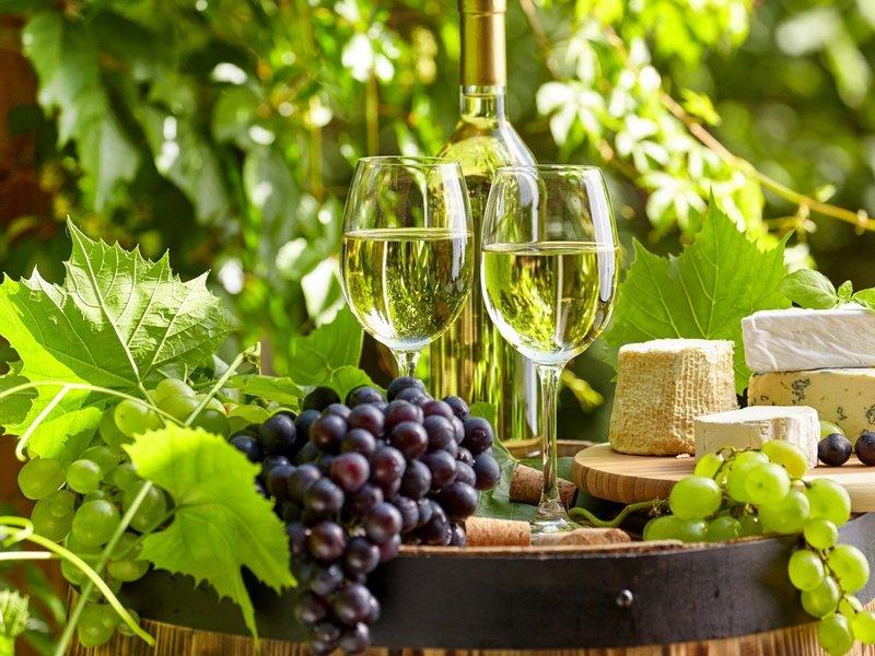 Top 10 Chai Rượu Vang Trắng Ngon Và Bán Chạy Nhất